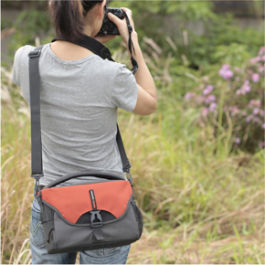 Detachable shoulder strap with adjustable length