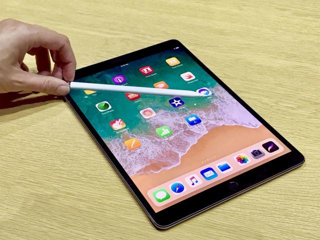 Apple 9 7 Quot Ipad 6th Generation Bundle Early 2018 32gb