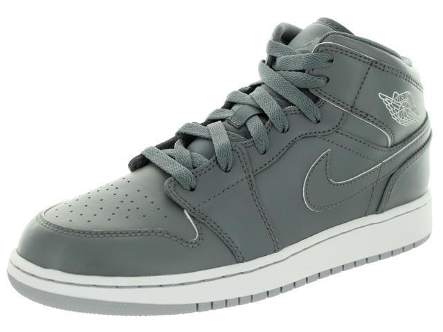 new concept c1eb1 3a55c Nike Jordan Kids Air Jordan 1 Mid Bg Basketball Shoe