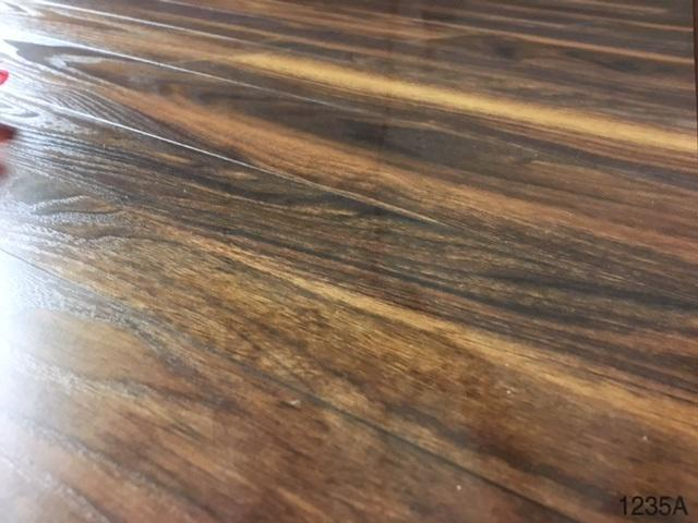 12mm Thick Ac3 Carb2 V Groove Click Laminate Flooring Cottage