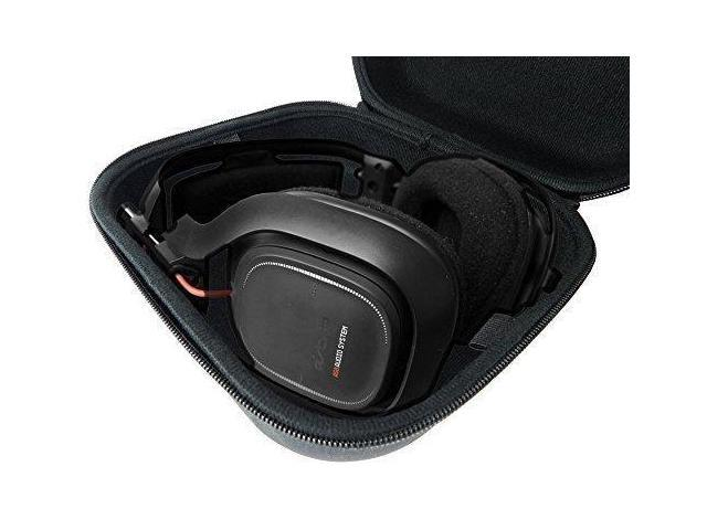 227675e23e2 CASEMATIX Gaming Headset Case – Carry Bag fits SteelSeries Arctis 7 , Arctis  5 , and