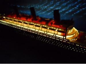 HANDCRAFTED MODEL SHIPS Titanic 50-Lights RMS Titanic Limited w/ LED Lights Model Cruise Ship 50""