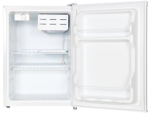 Magic Chef MCBR240W1 2.4 Cu Ft Refrigerator with Manual Defrost, White photo