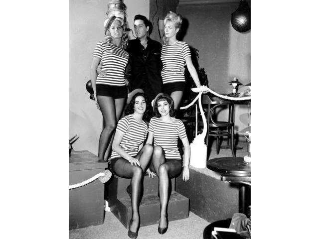 Elvis Presley with women in costume Photo Print (8 x 10) - Newegg com