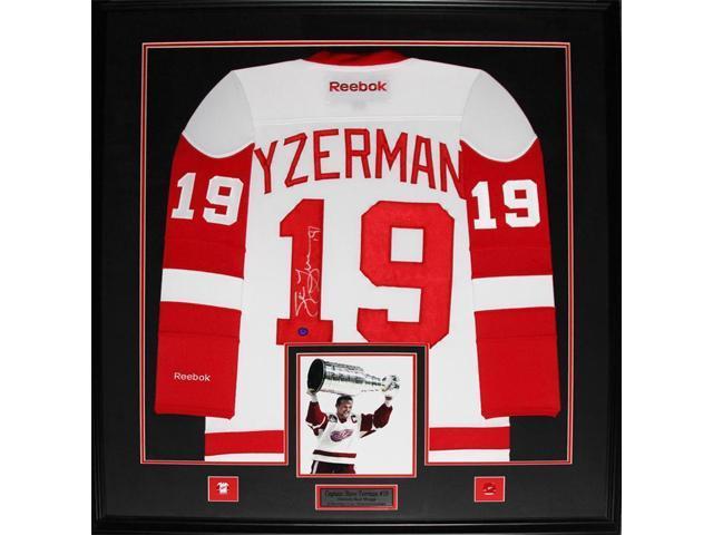 new arrival b5f21 ba926 Steve Yzerman Detroit Red Wings signed white jersey frame - Newegg.com