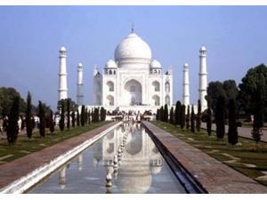 The Taj Mahal, Agra, India Poster Print by Bill Bachmann DanitaDelimont (36 x 24)