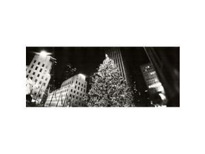 Panoramic Images PPI129786L Christmas tree lit up at night  Rockefeller Center  Manhattan  New York City  New York State  USA Poster Print by Panoramic Images - 36 x 12